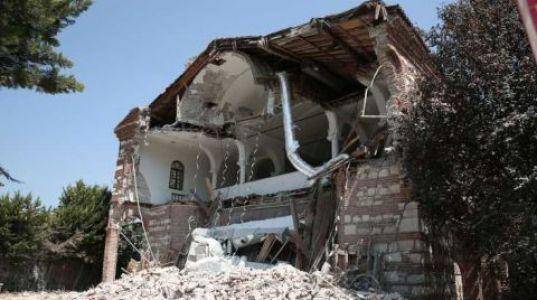 7 Yıldır Bakım Yapılmayan Tarihi Kilise Yıkıldı