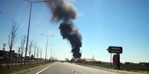 Aksaray'da inşaat malzemeleri deposunda büyük yangın