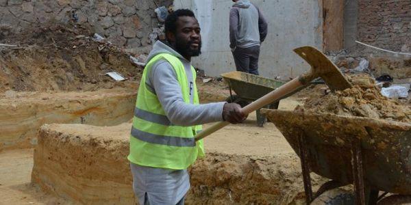 Gol makinesi diye geldi inşaat işçisi oldu