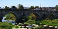 450 Yıllık Taş Köprü Araç Trafiğine...