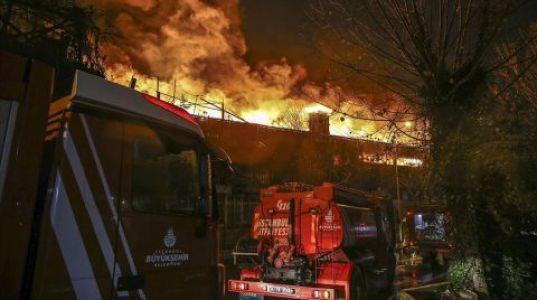 Zeytinburnu'nda İki Tekstil Fabrikası Yandı